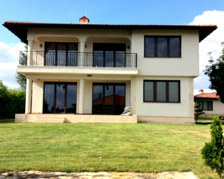 Vila individuala de vanzare in complexul de golf Black Sea Rama