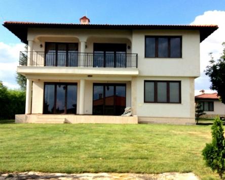 Vila individuala de vanzare in complexul de golf Black Sea Rama