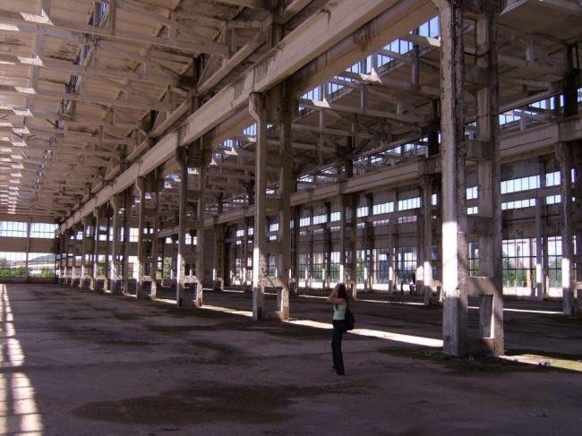 Cladire si teren in zona industriala in Bulgaria