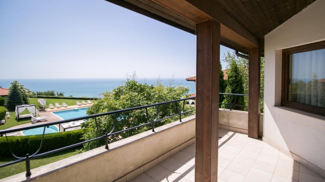 Casa cu vedere la mare in Black Sea Rama golf