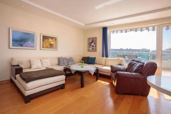 Penthouse de lux cu 3 dormitoare si vedere la mare in Burgas
