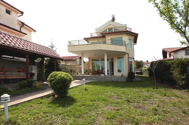 Casa spatioasa aproape de mare in Chernomorets