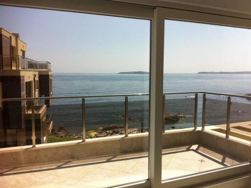 Apartament cu trei camere cu panorama la mare