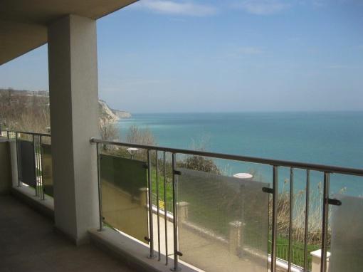 Apartament cu 3 dormitoare in prima linie la mare in Bulgaria