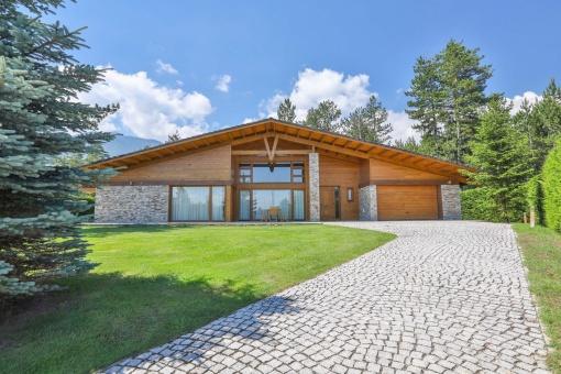 Casa individuala cu garaj si sauna in Pirin Golf Club