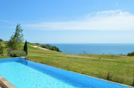 Villa in Black Sea Rama cu vedere la mare